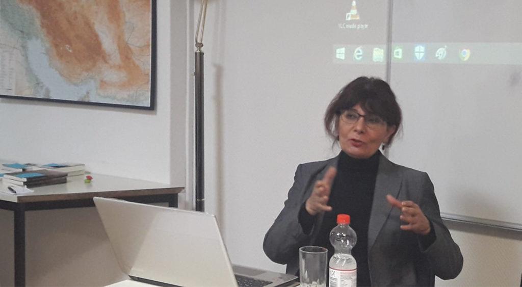 Die Journalistin Nahid Fallahi-Keshavarz
